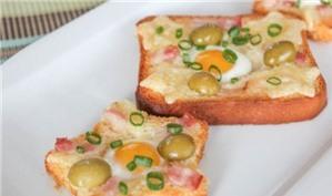 15 phút chuẩn bị sandwich nướng trứng cút cho bữa sáng