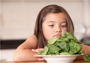 """5 """"không"""" khi cho bé ăn rau củ"""