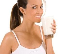 Bữa sáng chỉ uống sữa: hại đường tiêu hóa