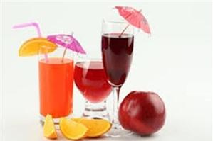 Uống thuốc với nước trái cây được không, AloBacsi ơi?