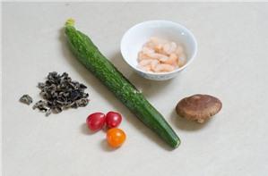 Hướng dẫn làm Salad tôm cho bữa ăn cuối tuần
