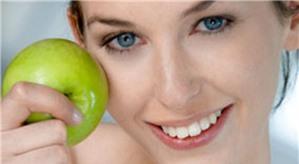 Bí quyết làm đẹp tự nhiên với bắp cải, tỏi, và táo
