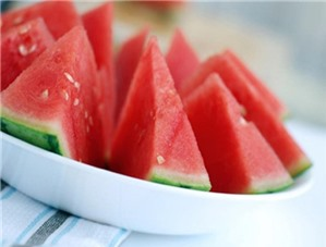 Ăn trái cây trước và sau bữa cơm, ngon rồi... sao nữa?