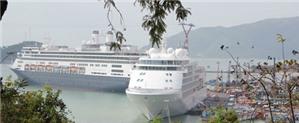 Bốn tàu du lịch quốc tế thăm Nha Trang